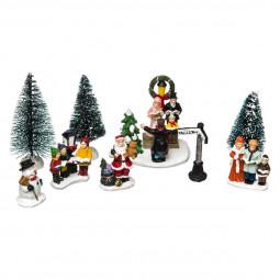 Accessoires pour Village de Noël Set 9 pièces : Père Noël , Bonhomme de neige, Personnages, Sapins et Pancarte