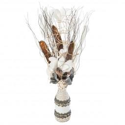 Composition florale dans un vase osier H 50 cm
